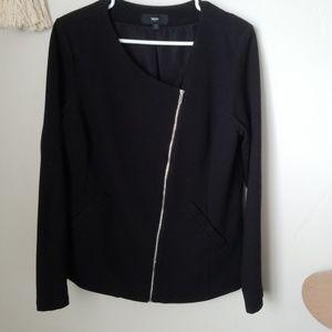 Asymmetrical zipper blazer.